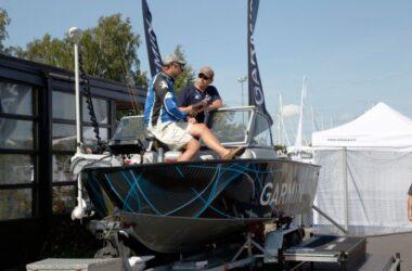 Uiva venenäyttely