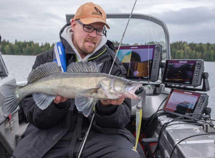Perttu Haanpään kuha saatiin viistokaikuluotauksen ja LiveSight-tekniikan yhteistyön tuloksena.