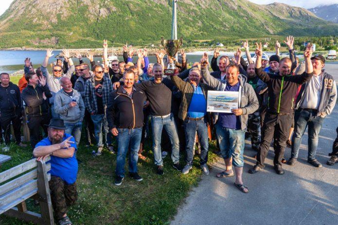 Palkintojen jako. Team Vetelin Paltaat edessä. Kuva Sandland Brygge.