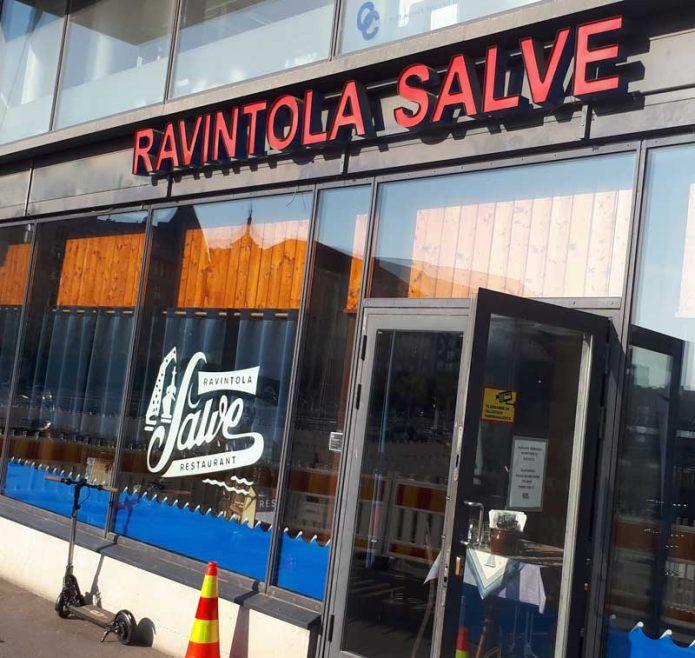 Ravintola Salve muutti uusiin tiloihin kadun toiselta puolelta. Sisältä tunnelma on kuitenkin edelleen entisenlainen.